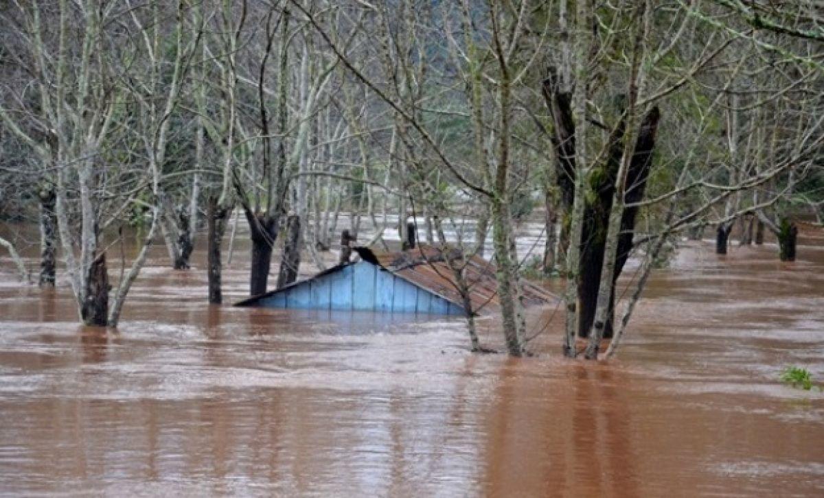 Chuva não para e Iraí teme repetição de enchente recorde de 1983