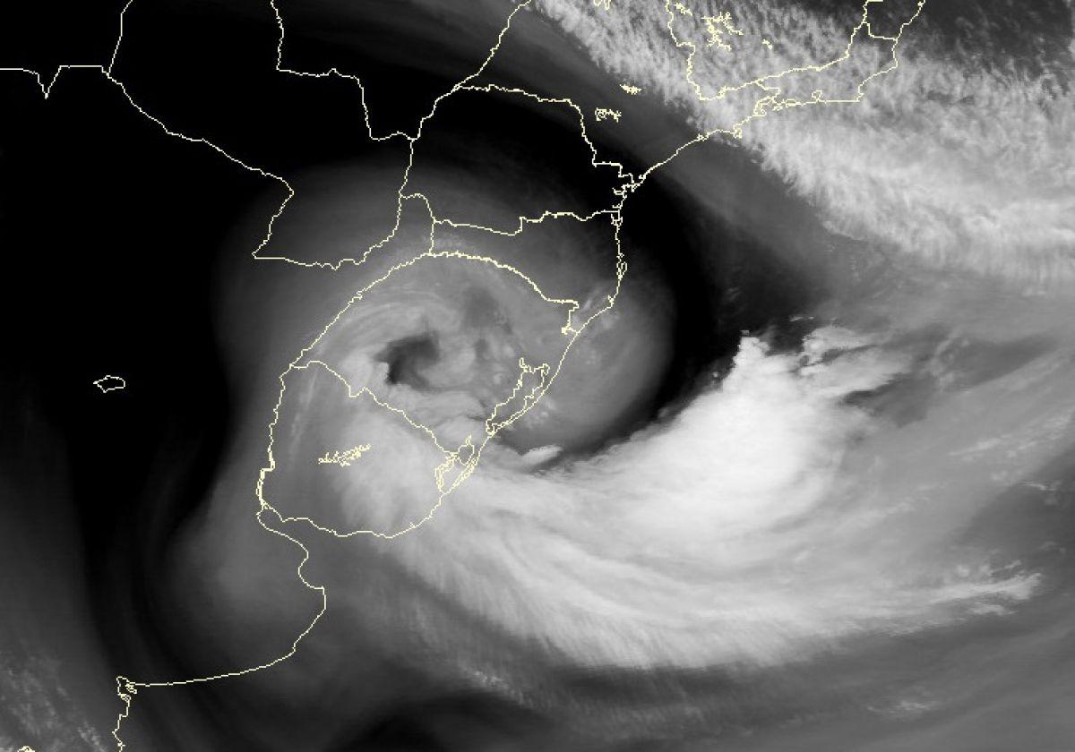 Ciclone extratropical sobre o Rio Grande do Sul formou um olho ?