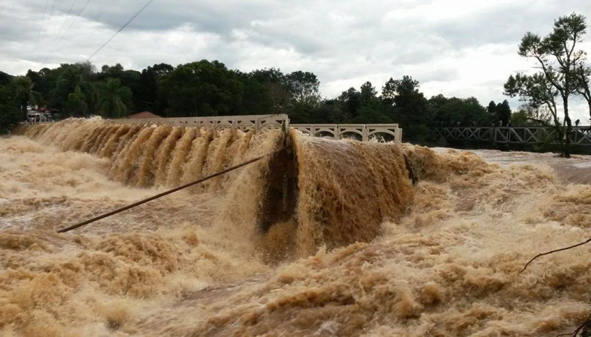 Emergência e calamidade pela chuva em Santa Catarina e o Paraná