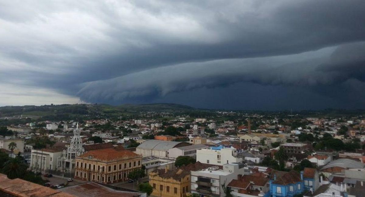 Granizo faz estragos, São Paulo tem recorde de calor e temperatura dispara hoje no Sul do Brasil