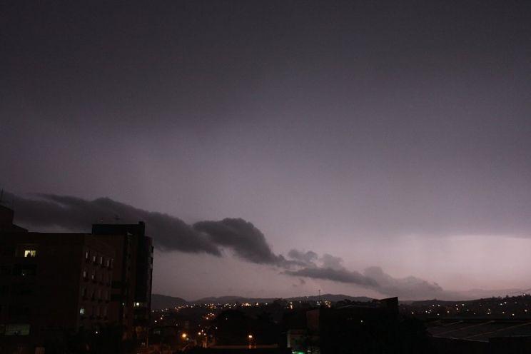 Suspeita de tornado no primeiro evento de tempo severo do inverno