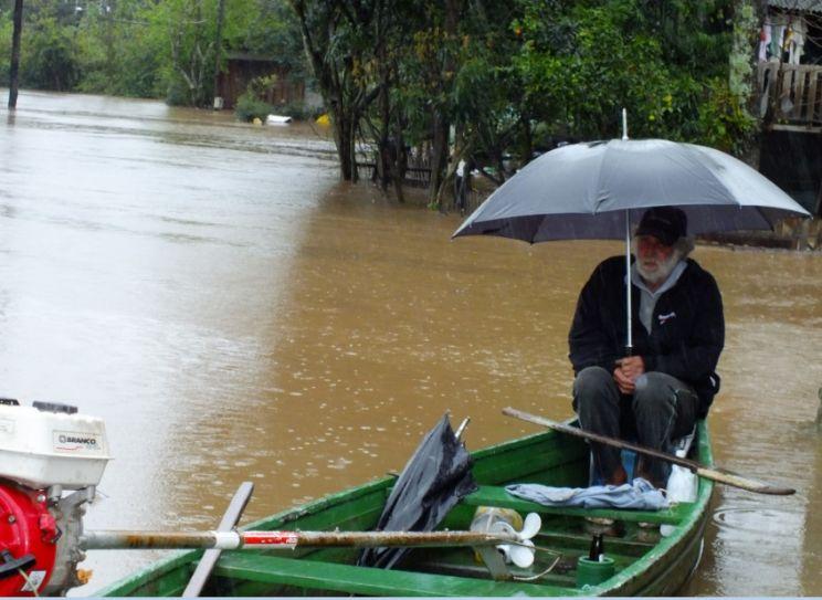 Cheias pioram e enchentes podem assumir grandes proporções