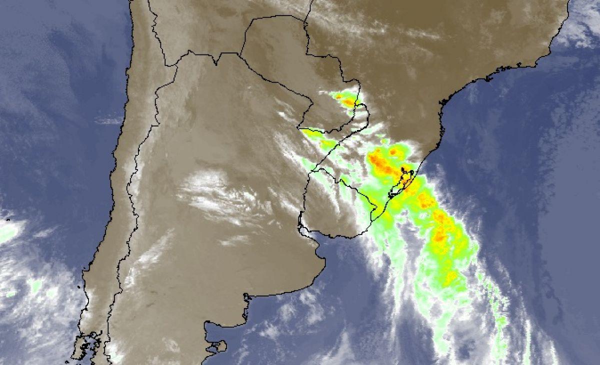 Frente fria traz chuva e umidade para todo o Rio Grande do Sul