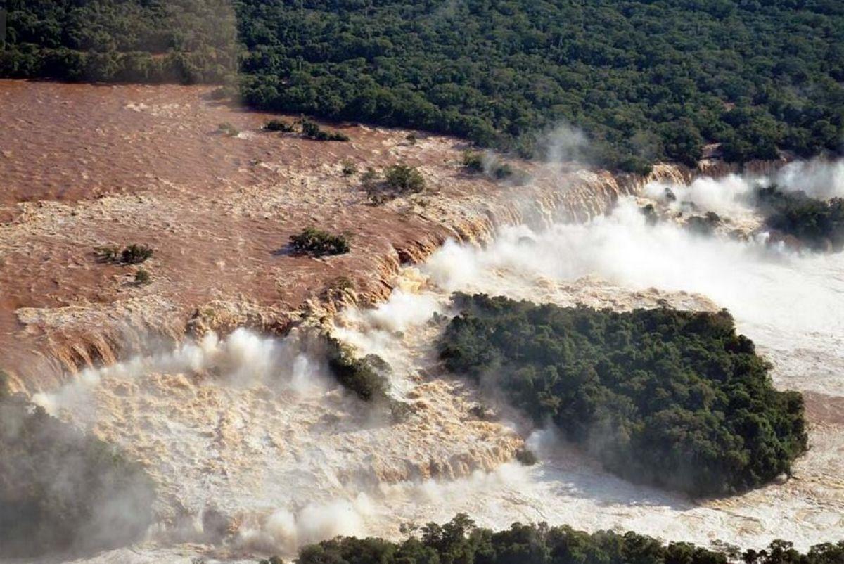 Vazão nas Cataratas pode ter superado 50 milhões de litros/segundo
