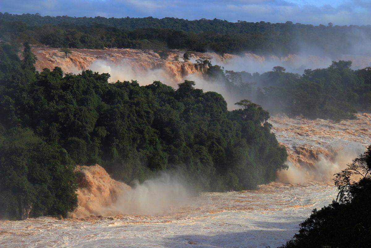 Vazão histórica traz espetáculo inédito nas Cataratas do Iguaçu