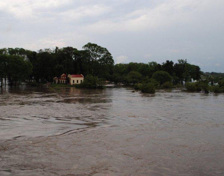 Uruguai enfrenta enchentes e frente fria traz novos riscos ao Estado