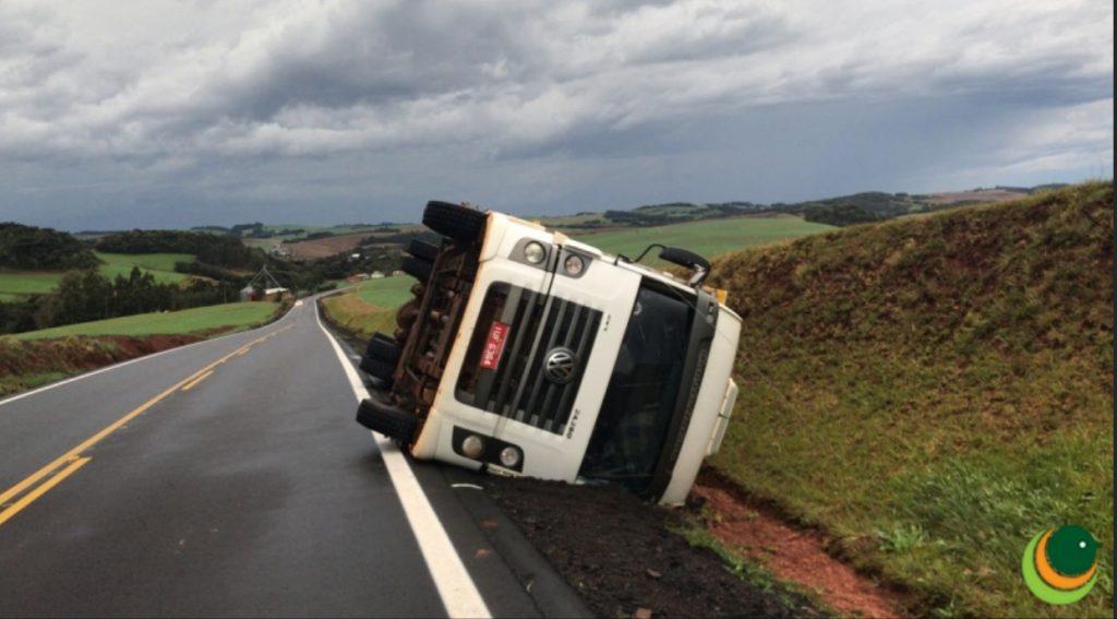Violento tornado entre Coxilha e Tapejara