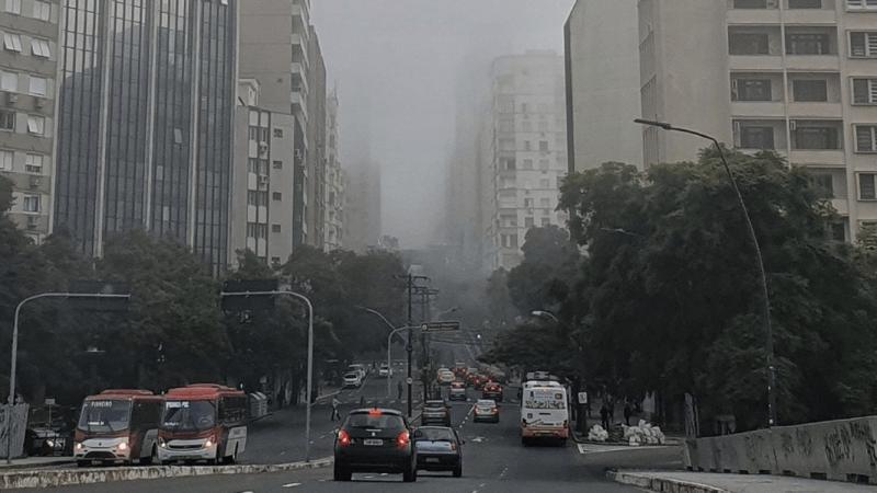 Dias de nevoeiro têm piorado muito a qualidade do ar em Porto Alegre