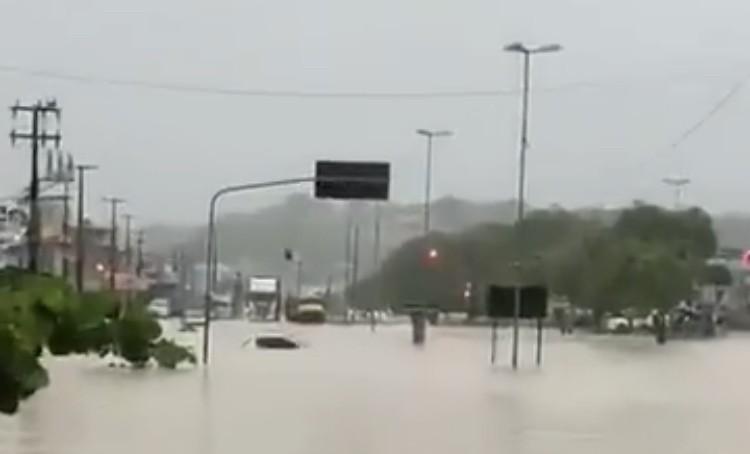 Cinco mortos e caos pela chuva muito intensa em Pernambuco