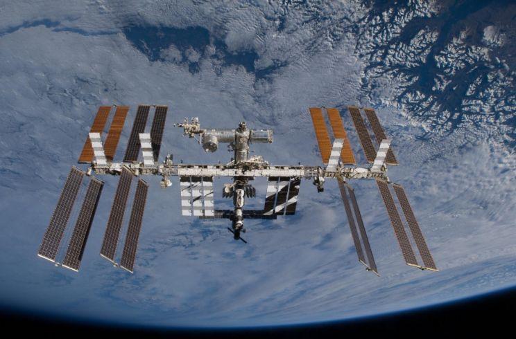 Estação espacial sob emergência cruza o céu do Rio Grande