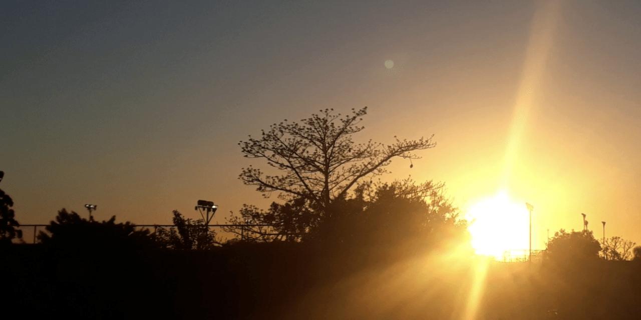 Sol aparece em dia que começa frio e será agradável