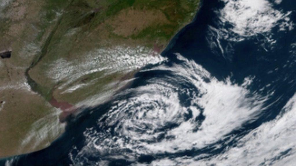 Ciclone e chuva isolada