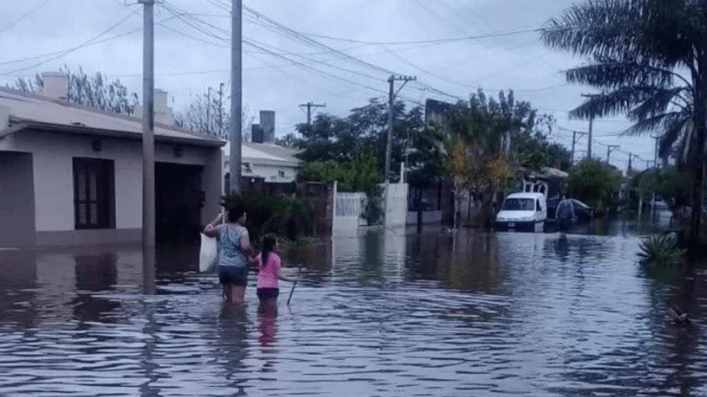 Mortes e desabrigados por enchentes na Argentina