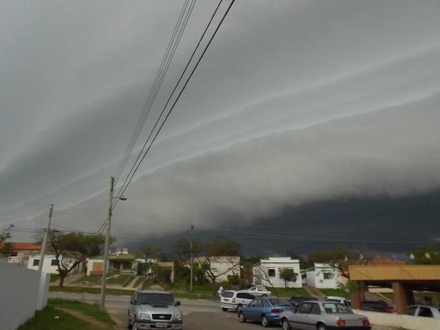 Tempestade atinge Capital e risco de temporais fortes segue crítico