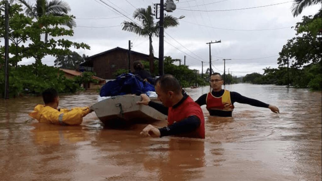 Inundações e deslizamentos no litoral de Santa Catarina