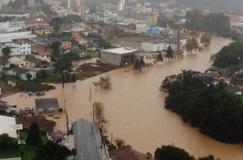 Semana de chuva excessiva termina com enchentes no Sul