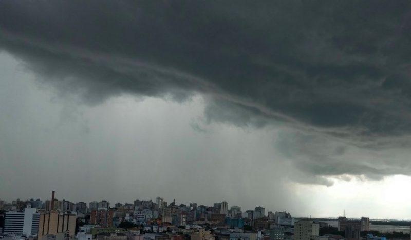 Semana começa com chuva irregular
