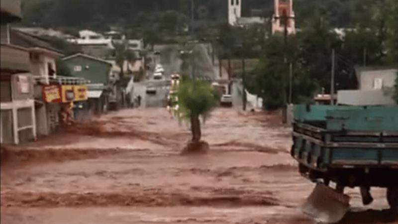 Chuva de até quase 300 mm em 24h inunda o Sul de Santa Catarina