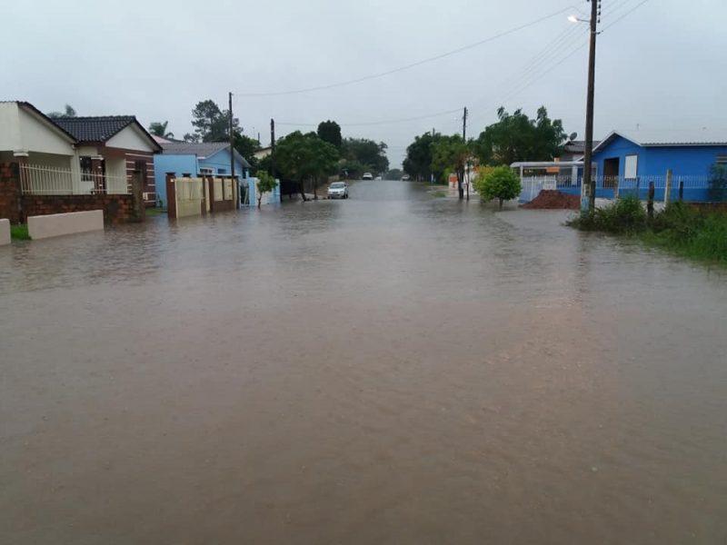 Chuva volumosa provoca alagamentos no Rio Grande do Sul
