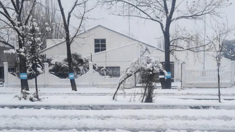 Chuva aqui e neve na Argentina