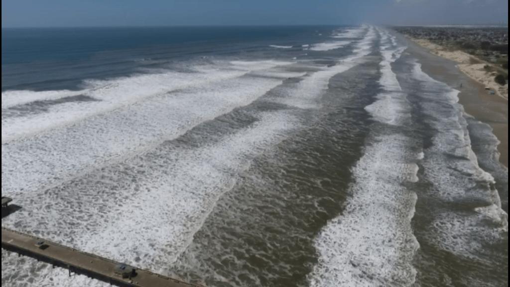 Forte ressaca do mar atinge a costa do Rio Grande do Sul