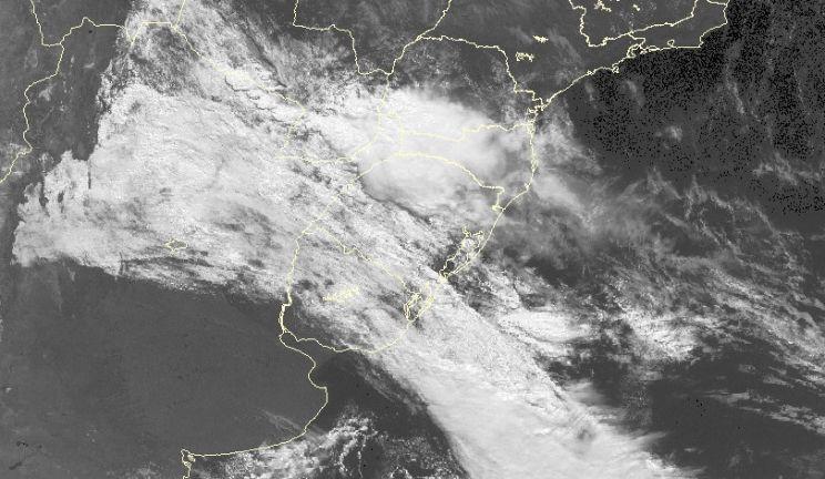 Ar polar cobre o Uruguai, alcança Estado e traz chuva com ventania