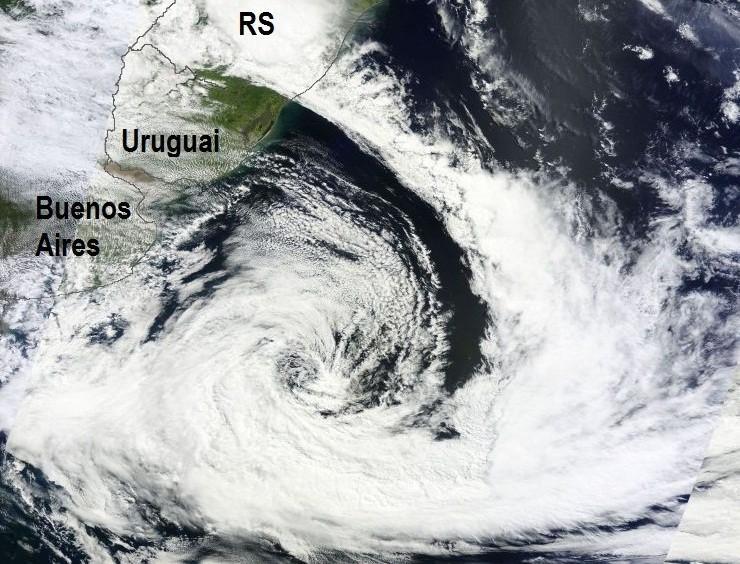 """O que causa o suposto """"olho"""" nos intensos ciclones extratropicais ?"""
