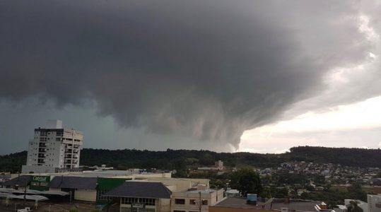 Domingo teve muita chuva e temporais em parte do Rio Grande do Sul