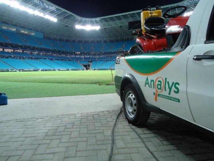 Empresa parceira da MetSul trabalha gramado da Arena do Grêmio