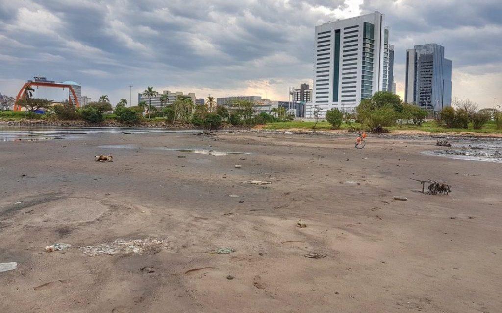 Vento forte provoca recuo histórico do Guaíba em Porto Alegre