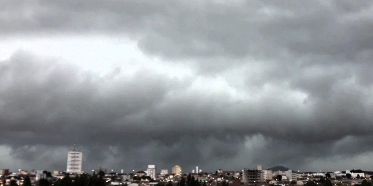 Tempo segue instável no Sul do Brasil com chuva e garoa