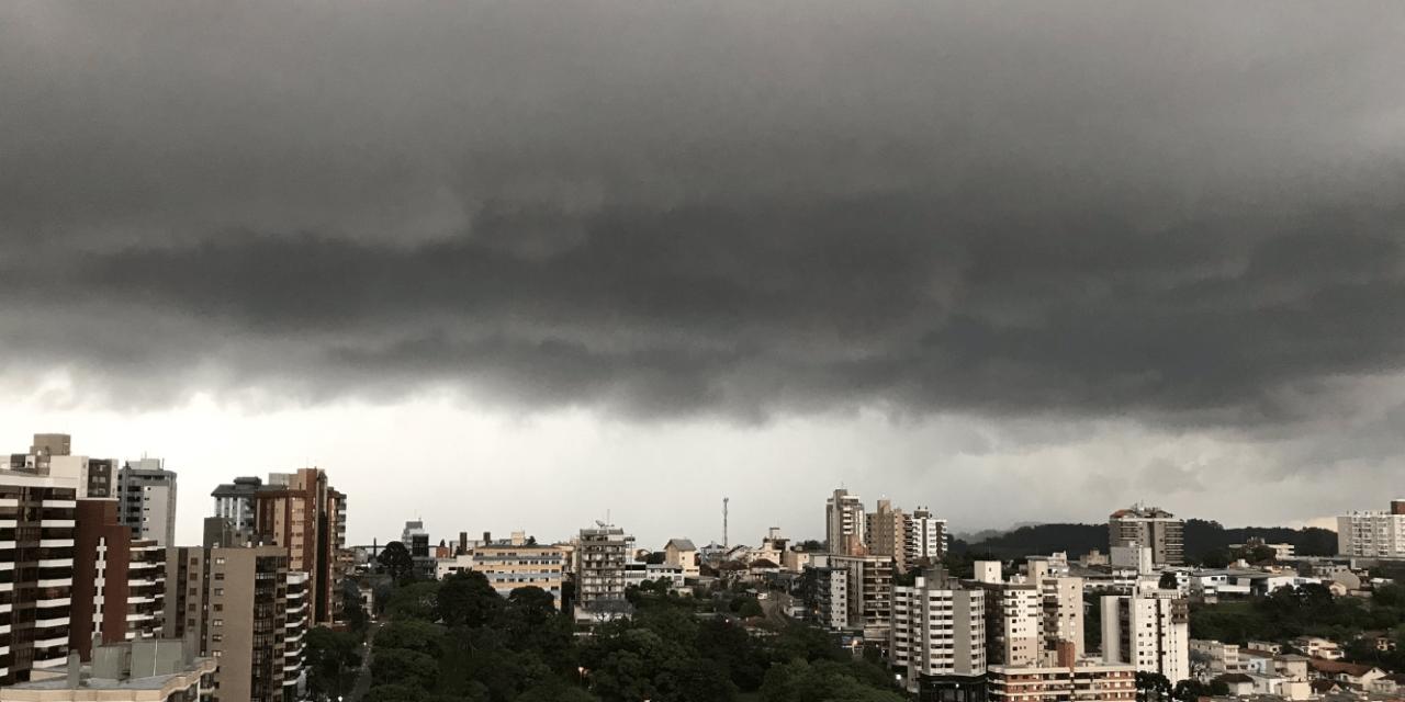 Chuva volumosa vai agravar cheias de rios no Sul do Brasil