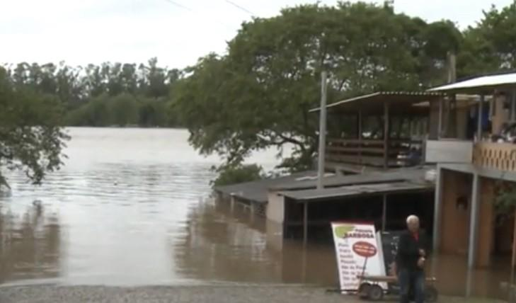 Chuva excessiva traz cheias de rios no Rio Grande do Sul