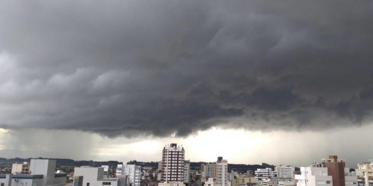 Risco de chuva forte e temporais isolados entre hoje e sexta