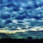 Domingo abafado com sol, nuvens e chuva no Rio Grande do Sul