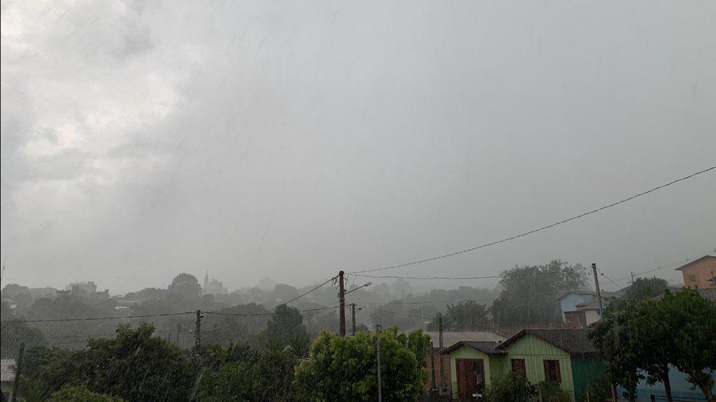 Chuva entre amanhã e quinta-feira pode ter altos volumes