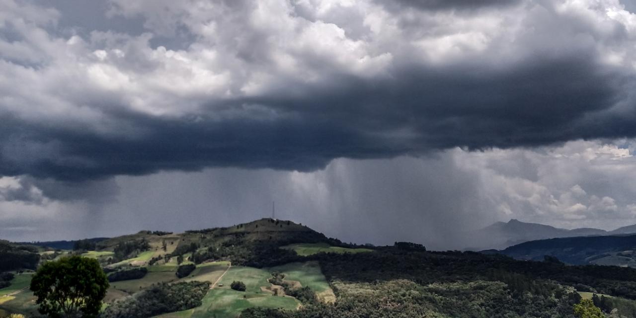 Sábado de sol, nuvens e chuva isolada no Estado