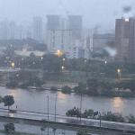 São Paulo vive segunda-feira de caos pela chuva muito intensa