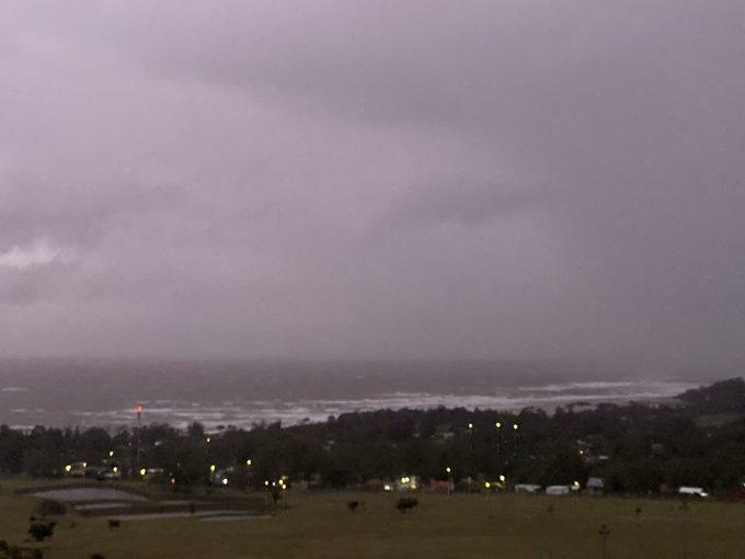 Ciclone traz vento de quase 100 km/h no Uruguai