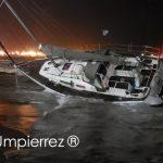 Pequenas embarcações adernam com o forte vento no Uruguai