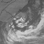 Ciclone mantém a forte ventania nesta quarta-feira