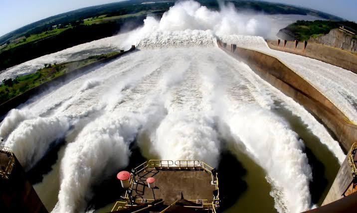 Itaipu abre vertedouro devido à estiagem na Argentina e Paraguai
