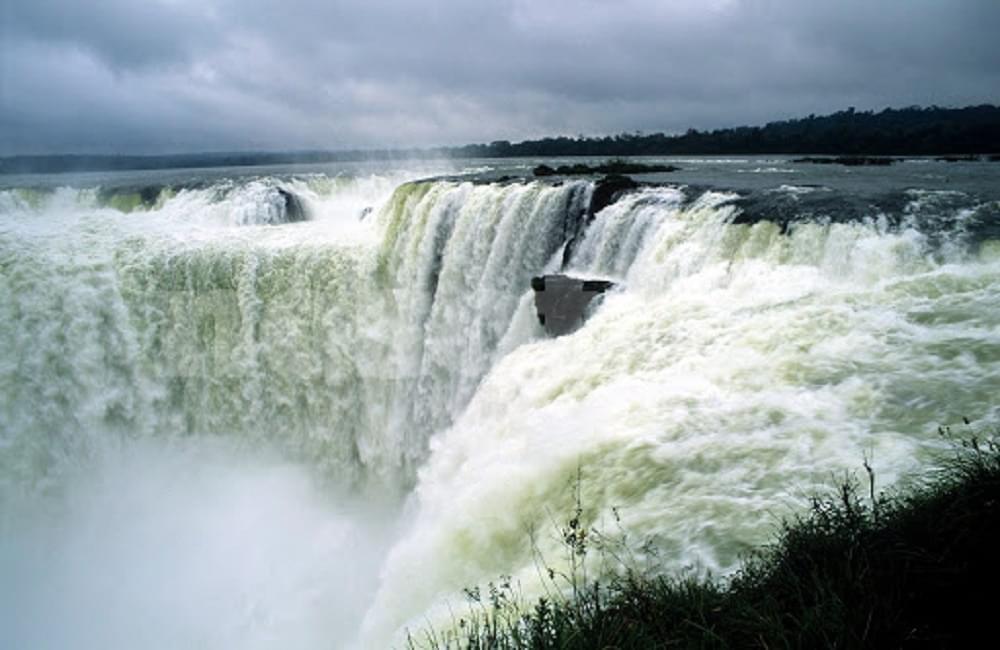 Chuva devolve o cartão postal das Cataratas do Iguaçu