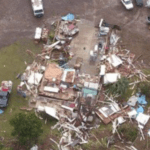 Imagens aéreas mostram a destruição pelo tornado em SC
