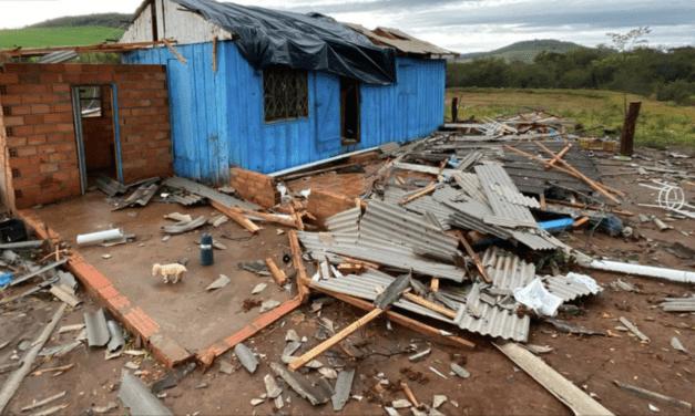 Vendaval traz danos no Oeste de Santa Catarina