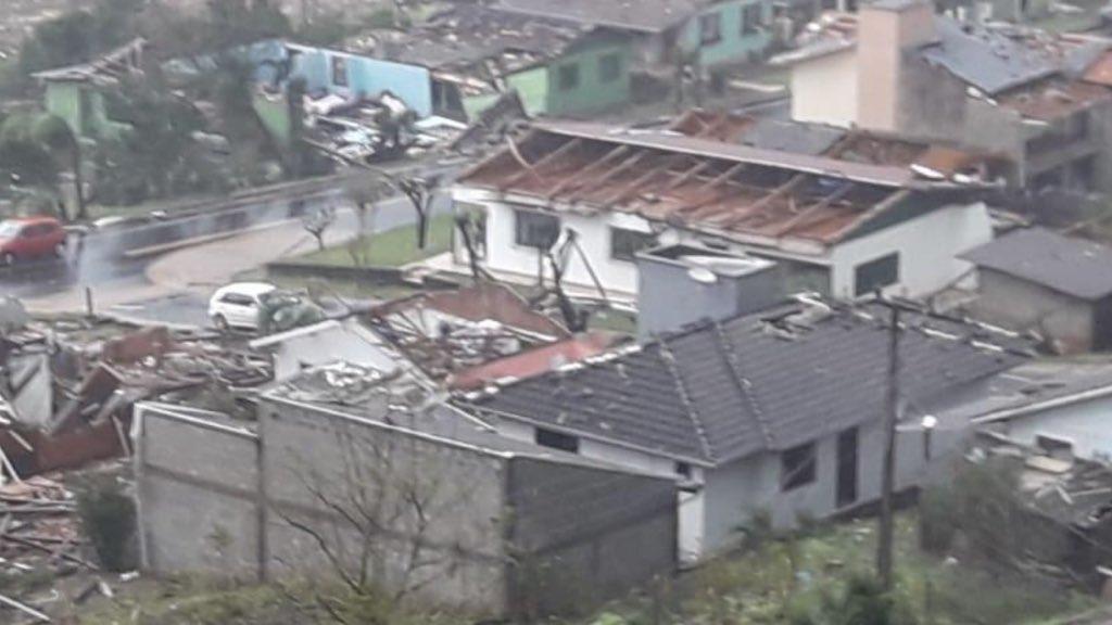 DESTRUIÇÃO EM SANTA CATARINA – TORNADOS PODEM TER ATINGIDO O ESTADO.