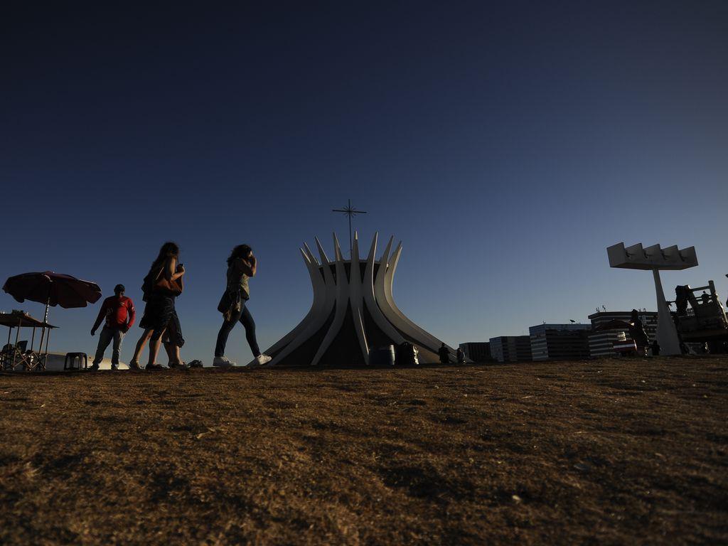 Previsão do tempo – Brasília perto de nível de emergência pela baixa umidade