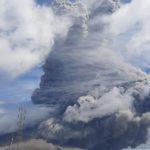Grande erupção vulcânica na Indonésia