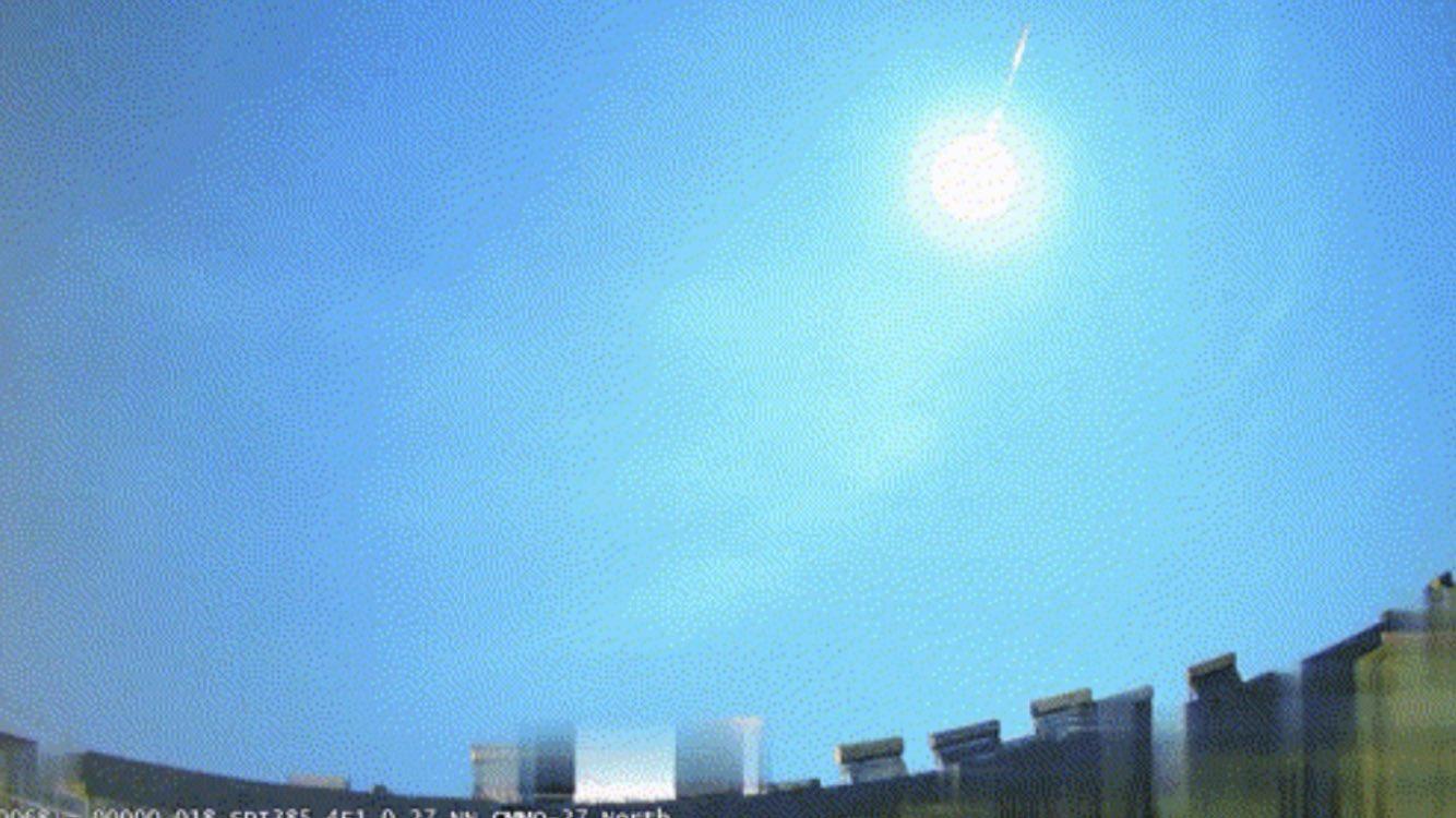 Meteoro ilumina o céu e estremece a terra na China