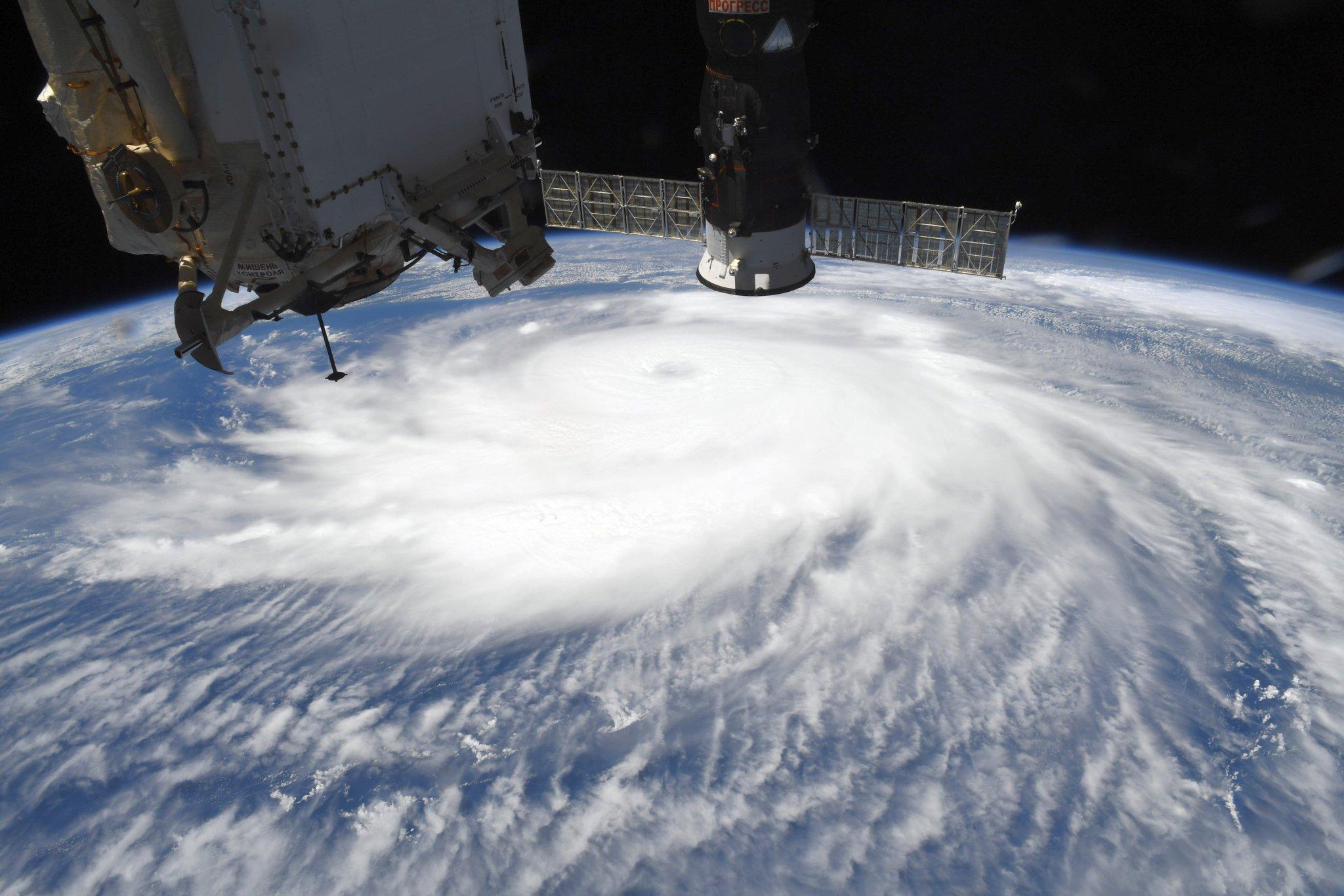 As imagens do furacão monstro Laura visto do espaço
